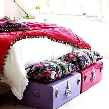 malles au pied du lit. Black Bedroom Furniture Sets. Home Design Ideas